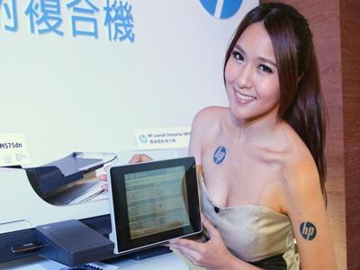 印表機齊發,HP 彩雷外掛8吋大螢幕,Epson 噴墨挑戰照片保存300年