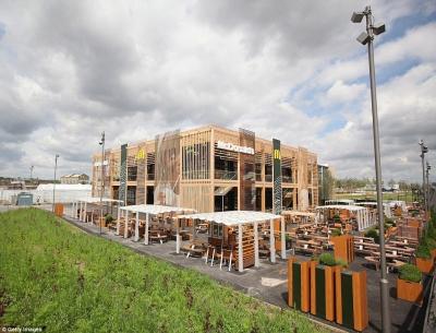 迎接奧運!全球最大、再生木搭建的倫敦麥當勞,可容納 1500 人