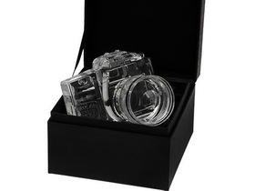 水晶做的 Canon EOS 7D,不能拍照、但肯定是個漂亮的裝飾品