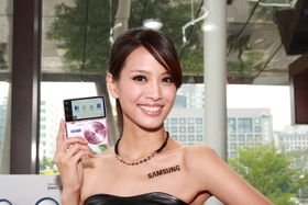 Samsung MV900F 新機發表,新增手勢自拍、WiFi 更顯智慧
