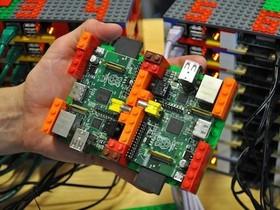 64台迷你電腦 Raspberry Pi 加樂高積木 = 超級電腦,6歲小朋友也來幫幫忙
