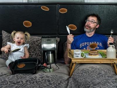 好酷的爸爸加上很搞笑的小寶寶!這樣的親子生活照太有戲了!