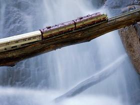 史上最強火車!它不過山洞,專挑懸崖斷壁、特殊地形來走