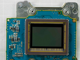 Nikon D5200 拆解秀 ,首次採用 Toshiba 感光元件