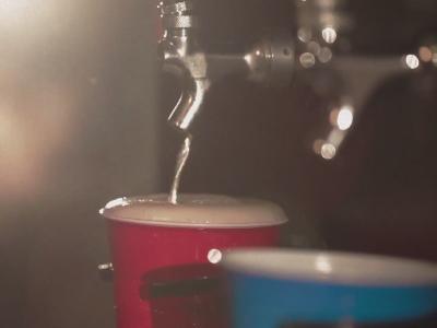 大型電玩主機內建啤酒服務,打贏了就給你一杯!