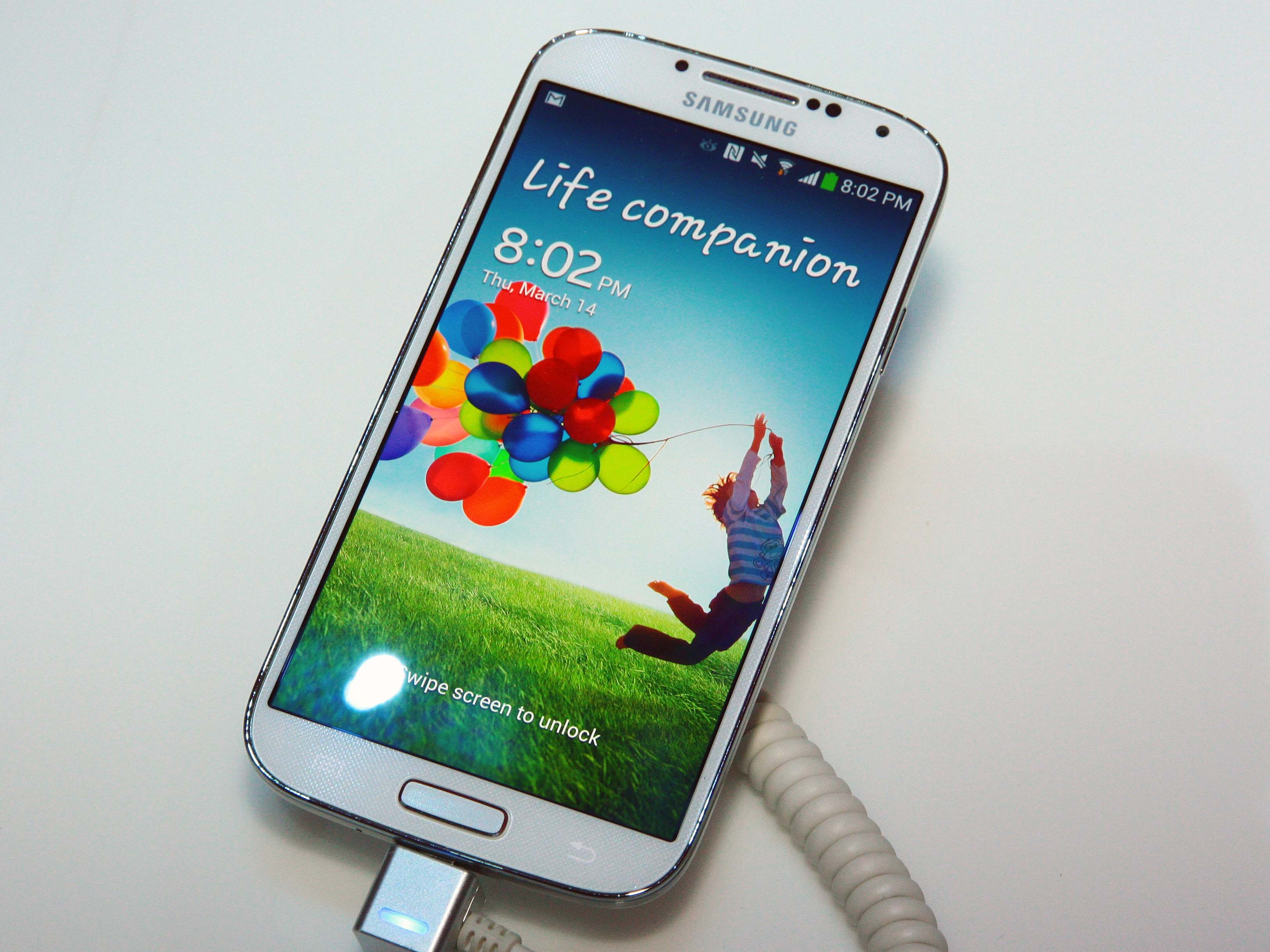 Samsung Galaxy S4 紐約現場動手玩,懸浮手勢、Smart Scroll 徹底體驗