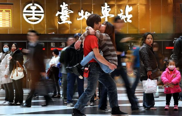 2013 台灣新聞攝影大賽得獎作品欣賞,也瞧瞧記者們用哪台相機工作