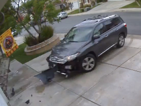 合理嗎?美國發生 Toyota Highlander爆衝!但煞車燈完全沒亮起來過...