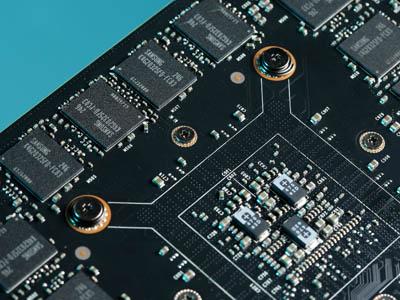 決戰多螢幕,大容量 VGA 記憶體實戰:容量多1倍、效能多2%