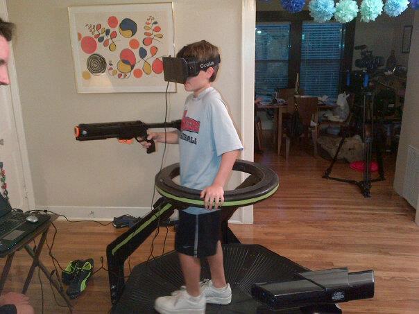 體感遊戲三級跳,比 Kinect 更真實的 Virtuix Omni 萬向跑步機