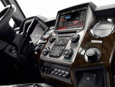 觸控螢幕太難用,汽車大廠福特計畫重新使用實體按鈕