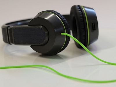 太陽能耳機 OnBeat :在你聽歌時一邊為手機充電