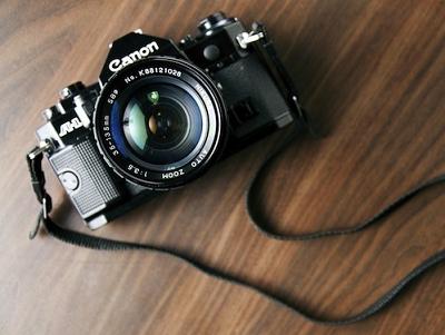 Canon、Nikon「後院」失火,死守傳統單眼到何時?