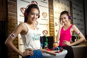 戀上糖果色 仲夏玩繽紛 全球首款藍牙防水頭戴式耳機 螢光亮彩 演繹運動時尚