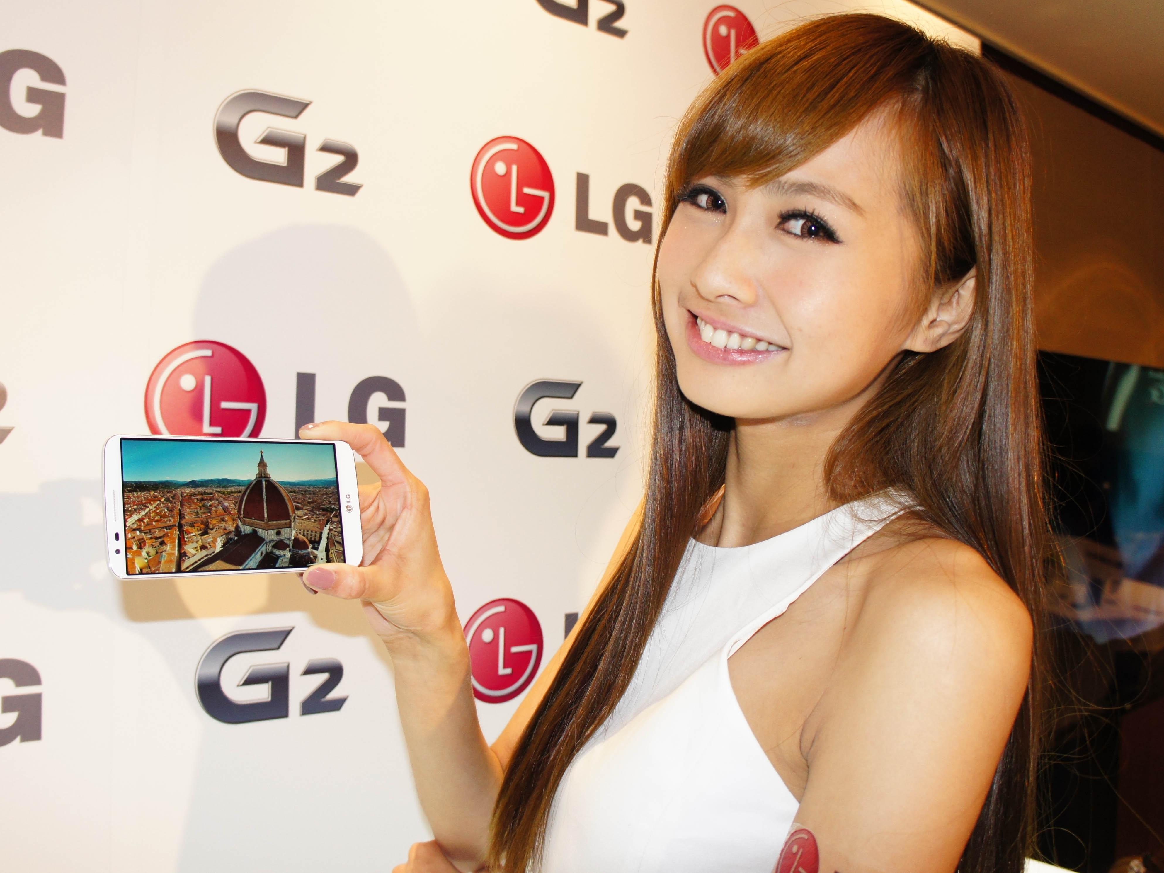LG G2 搶先體驗: 5.2 吋超窄邊框、電源鍵及音量鍵在背面