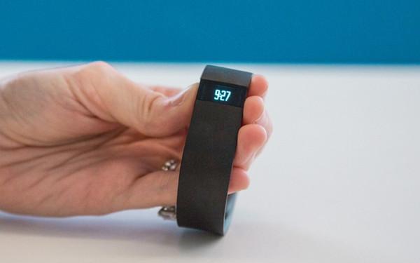 智慧手環變手錶,更強大的 Fitbit Force