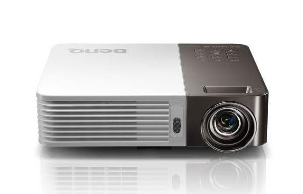 BenQ家的投影機 投你所愛 GP20 700流明高亮短焦LED影音娛樂行動投影機上市