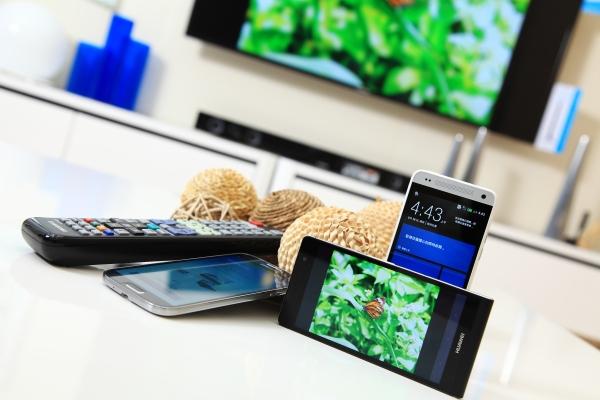 用智慧電視直播智慧手機畫面,Samsung、Sony、LG三大品牌智慧型電視實測