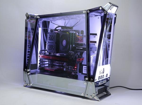 In Win tòu 評測:鋁骨玻璃皮半透明機殼