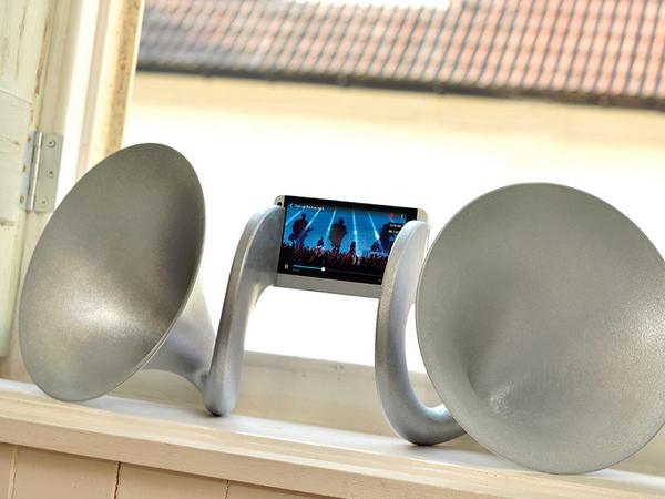 Gramohorn II,瘋狂的 HTC One 超級大喇叭底座,要價 23 萬新台幣