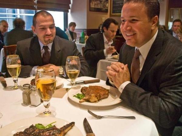 放下你的智慧型手機,餐廳就給你五折的折扣