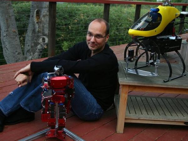 Android 之父 Andy Rubin 要打造真的機器人!