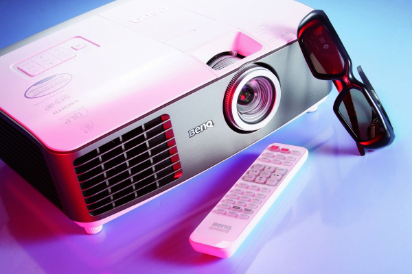BenQ W1500:支援WHDI無線投影技術