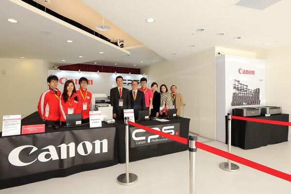 Canon贊助2014年四大洲花式滑冰錦標賽 專業攝影服務團隊進駐台北小巨蛋 提供各國媒體維修服務及器材支援