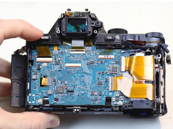 Sony A7R 分解秀,一窺精密的全幅微單眼內部結構