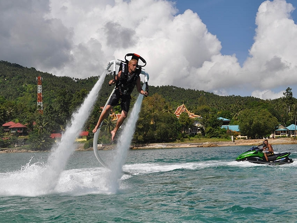 揹上 X-Jetpack,你也可以在水上當鋼鐵人