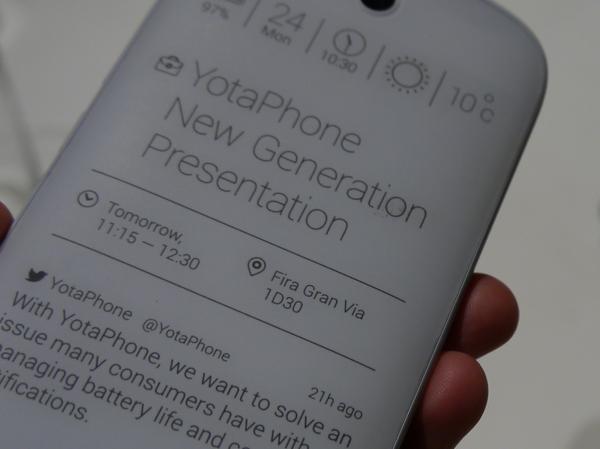 YotaPhone 雙面手機第二代,4.7 吋 E-ink 與 5 吋 Amoled 螢幕,前後皆可觸控