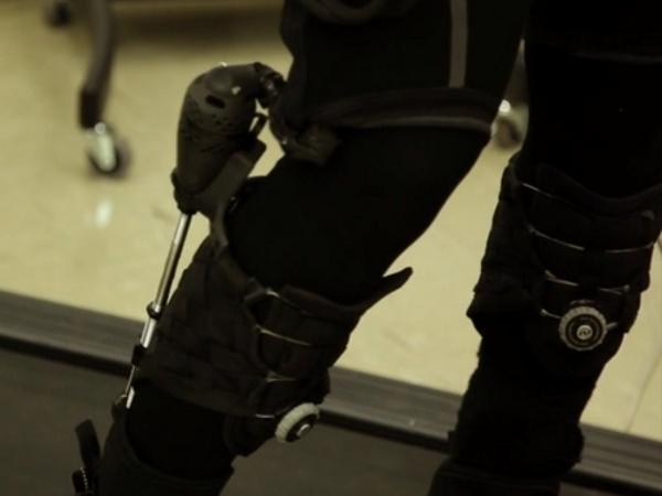 不是外骨骼,是「可穿戴式機器人」:讓人跑得更快、負重更多的可穿戴技術