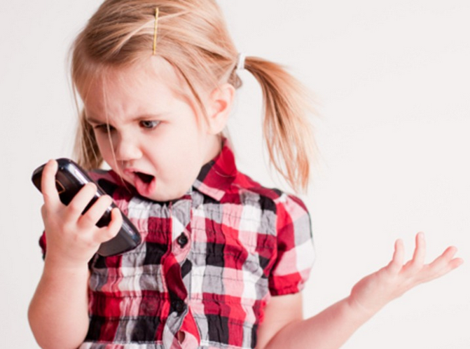 防止小孩亂玩播出電話
