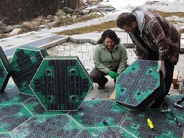 把太陽能板當柏油拿來鋪馬路,白天儲存電量晚上用LED來指示交通
