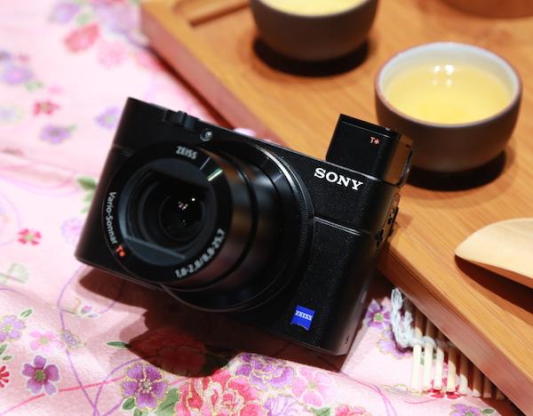 Sony RX100 III 高階隨身機再進化,彈出式 OLED 電子觀景窗、180度翻轉螢幕加入,售價 24,980 元
