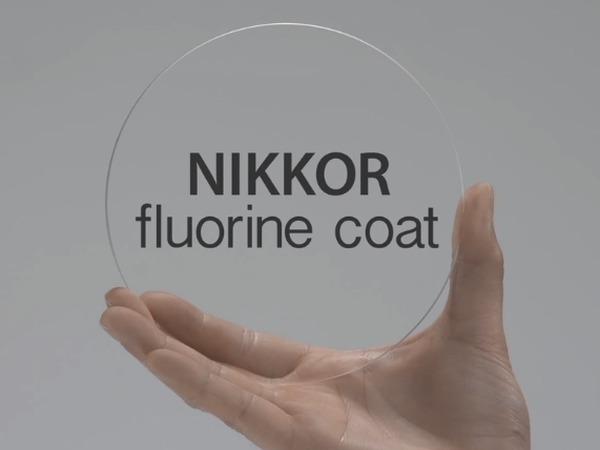 Nikon 鏡頭加入「氟鍍膜」技術,輕易解決油漬、髒污惱人問題