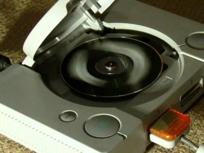 家用主機秘辛5:數秒內抽換光碟,PS盜版片也能騙過驗證機制 | T客邦