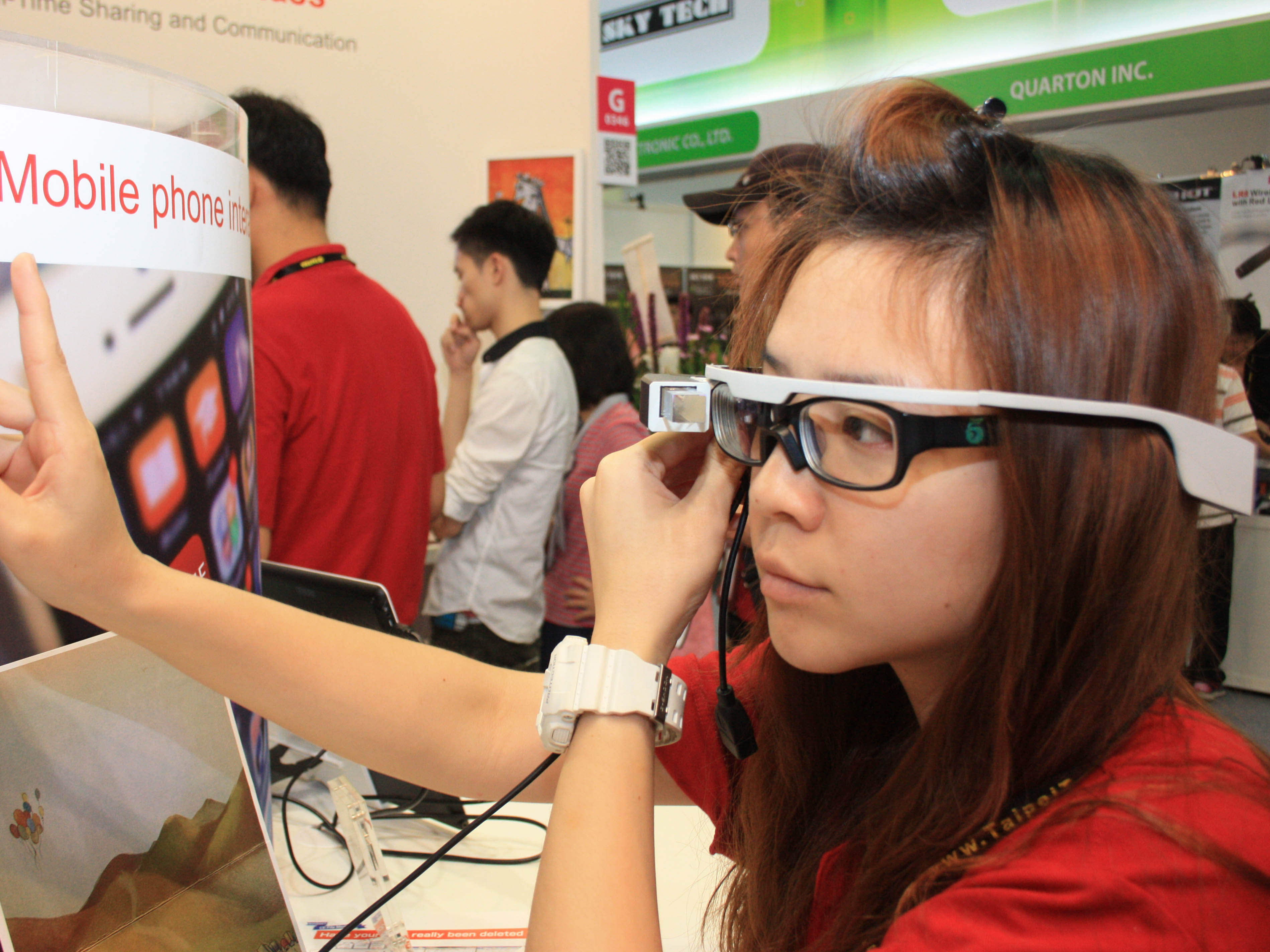 Computex 2014:台灣也有智慧眼鏡 SiME Smart Glass 完整 Android 4.4 系統、手勢懸空操作