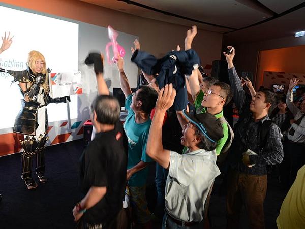 活動花絮報導:人山人海超人氣,AMD 英雄召集令!真槍實彈星海爭霸挑戰賽粉絲嗨翻天