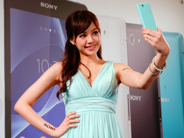 Sony 4G 全頻通來襲,Xperia Z2a 明日開賣,並推自拍專用 Xperia C3