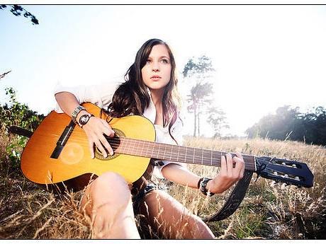 完成你的音樂夢,Riffstation Play 讓你跟著 Youtube 彈吉他 | T客邦