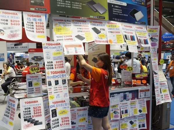 2014台北電腦應用展:儲存類產品撿便宜!QNAP NAS五千有找,Toshiba外接硬碟似機海
