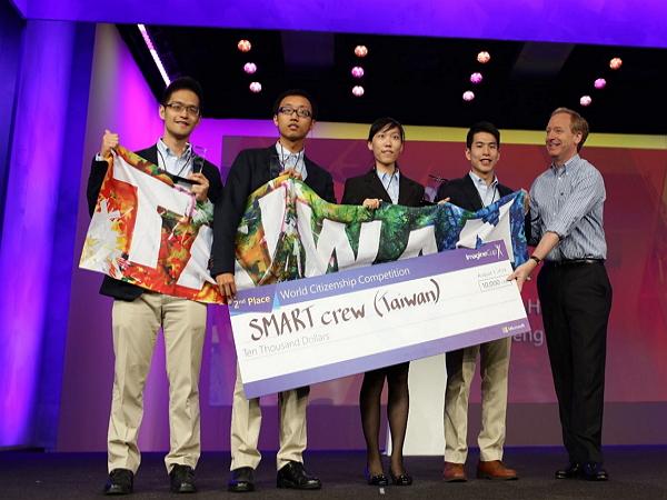 恭喜!成大團隊以創新復健系統「Ucens」奪微軟潛能創意盃全球亞軍