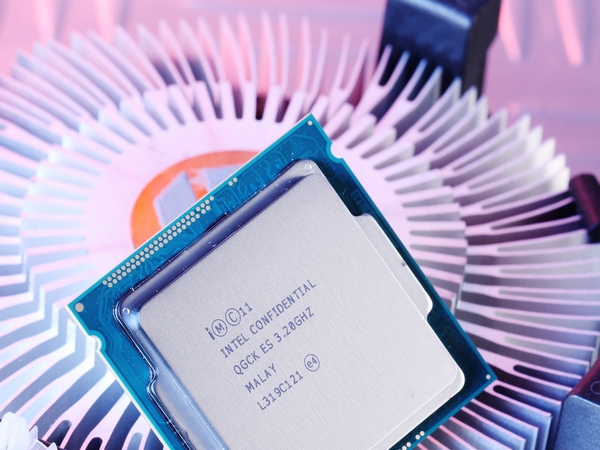 不鎖倍頻Pentium輕鬆超4.6GHz :平民老K不用3,000元,入門平台照樣可超頻