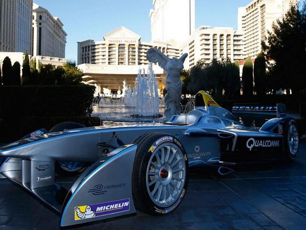 Formula E 電動方程式賽車開賽,噪音小但每輛車充電只能跑 20 分鐘