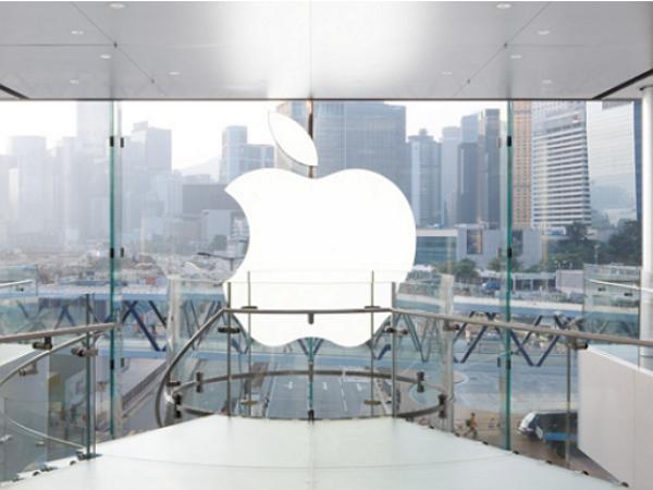 香港網友為搶訂 iPhone 6 出奇招,佔領蘋果零售店展示機