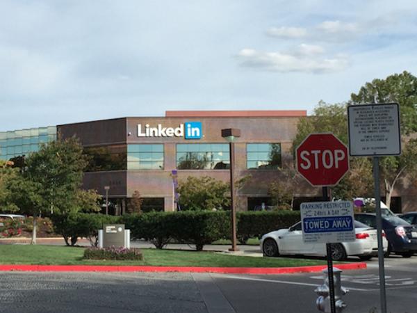 直擊 LinkedIn 美國總部文化:餐廳沒有托盤、邊步行邊開會