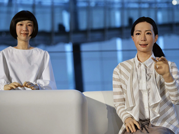 機器人的未來,該走向智慧主義還是擬真主義?