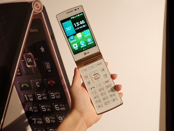 LG 摺疊式智慧手機 Wine Smart,有實體鍵盤長青族也上手