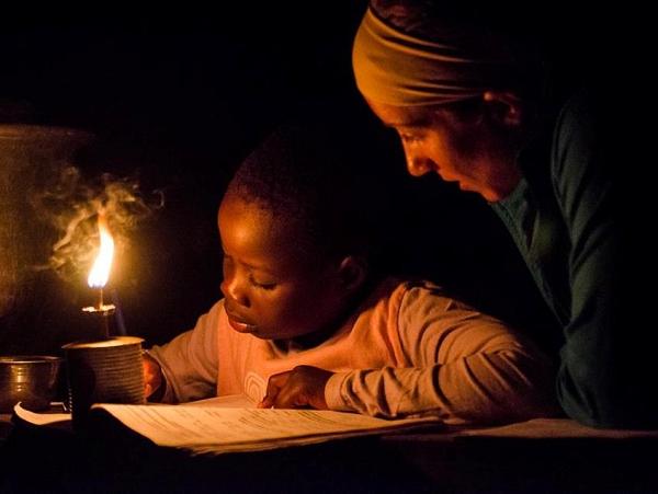廢棄筆電中的鋰電池,也許可以為貧困家庭點亮一整年的LED